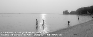 Plage avec baigneurs Aylmer Québec   Beach with bathers Aylmer Quebec
