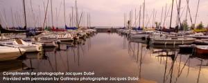 Quais au crépuscule à Aylmer Québec   Dusk at the Marina docks