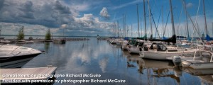 Quais et bateaux bleu ciel blue eau à Aylmer Québec | Docks and boats of blue sky and water Aylmer Quebec